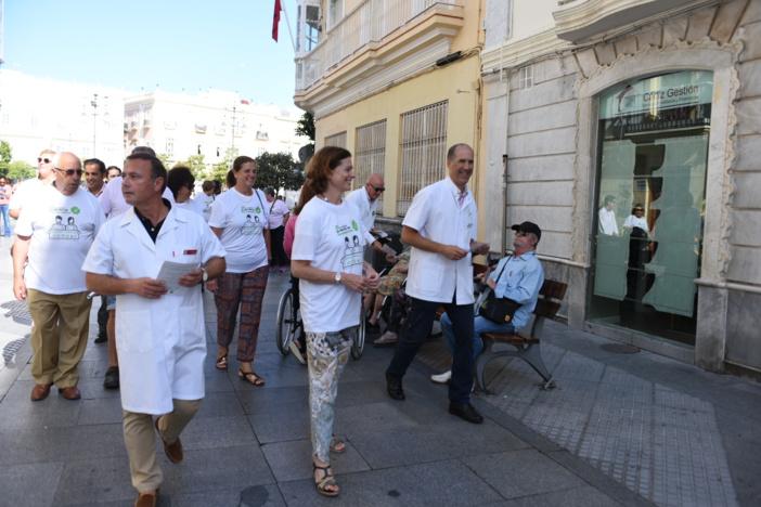 La farmacia gaditana muestra en las calles de Cádiz su compromiso con la salud de sus pacientes con motivo del día mundial de la profesión