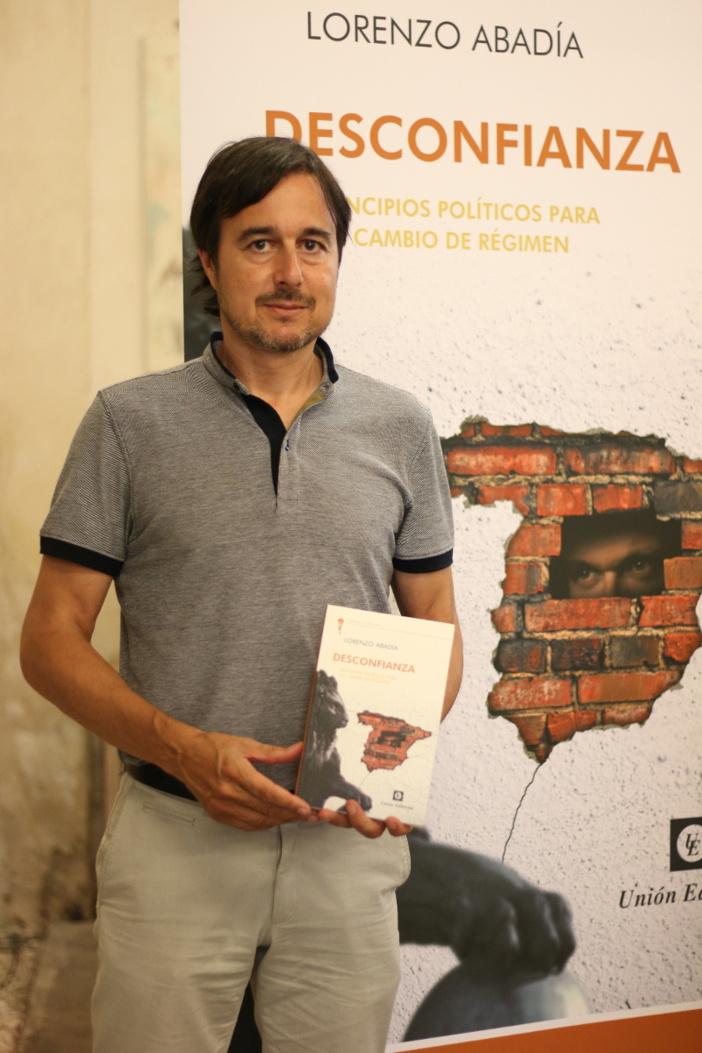 """LORENZO ABADÍA: """"ESPAÑA NO ES UNA AUTÉNTICA DEMOCRACIA"""""""