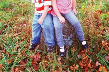 Nota de prensa. El Colegio de Podólogos de Andalucía desaconseja el uso de calzado heredado en menores en edad escolar
