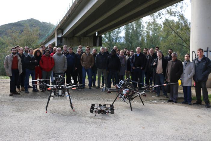 Ingenieros e investigadores andaluces realizan en Algodonales (Cádiz) el vuelo del primer robot aéreo del mundo especializado en la inspección de puentes con un brazo articulado