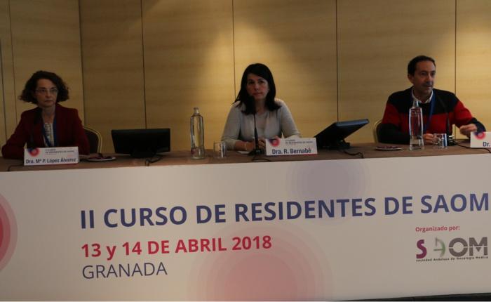 Casi un centenar de médicos residentes en oncología médica de toda Andalucía se reúnen en Granada para mejorar su formación clínica y otras habilidades transversales