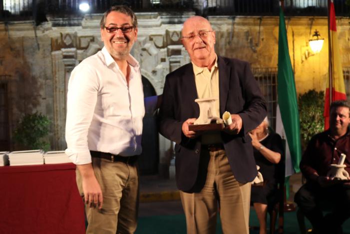 """El presidente de Feragua, reconocido con el premio """"San Isidro Labrador"""" por su apoyo al sector de la agricultura"""