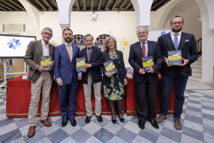 FOTOGRAFÍAS: PRESENTACIÓN DEL LIBRO 'EUROPA COMO TAREA' EN EL COLEGIO DE SAN FRANCISCO DE PAULA