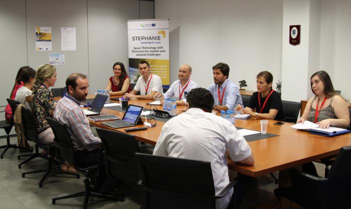 Empresas, administración y centros de investigación participan en una jornada para discutir sobre la nueva regulación de drones en Europa