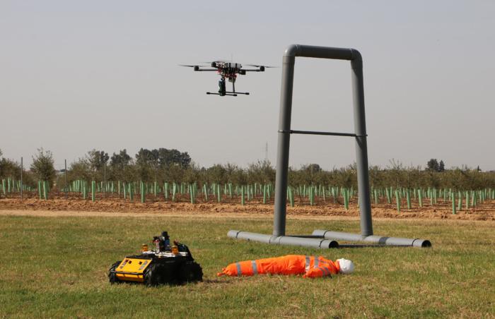 Universidades y centros de investigación internacionales prueban en un torneo en Sevilla sus robots innovadores para el uso en situaciones de emergencias