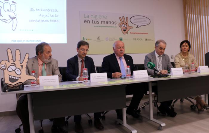 Una mala higiene de las manos, entre los factores que aumentan las infecciones por bacterias resistentes que causan más de 500 muertes al año en Andalucía