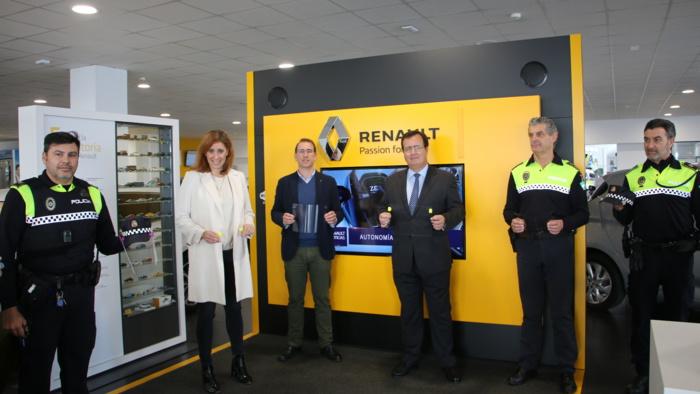 Grupo Renault y Grupo Syrsa donan 800 pantallas de protección facial a la Policía Local de Sevilla