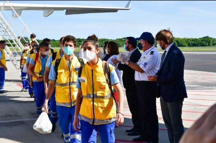 NOTA DE PRENSA/Coronavirus -EL VICEPRESIDENTE DE EL SALVADOR Y LOS MINISTROS DE EXTERIORES Y DE SALUD RECIBEN A LOS 30 PROFESIONALES DE SAMU QUE PARTIERON DE ESPAÑA EN MISIÓN DE COOPERACIÓN CONTRA EL COVID-19