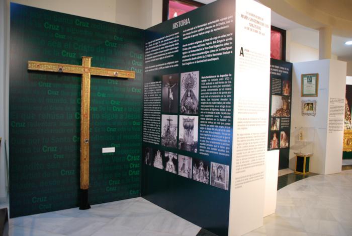 Una exposición recorre la historia de la Hermandad de la Vera-Cruz de Alcalá y su importante obra social con los colectivos más vulnerables