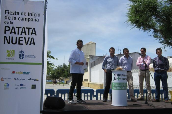 NOTA DE PRENSA: UNAS 2.000 PERSONAS DEGUSTAN EN LA RINCONADA EL MAYOR GUISO DE PATATAS CON CHOCOS QUE SE HA REALIZADO EN ESPAÑA