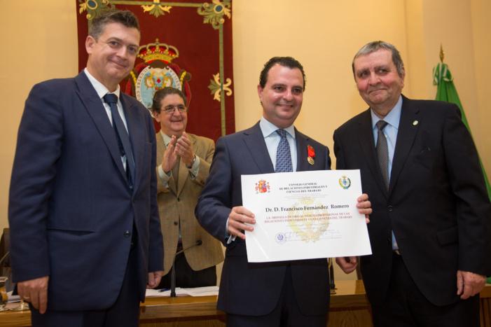 NP: EL ABOGADO SEVILLANO FRANCISCO JOSÉ FERNÁNDEZ ROMERO RECIBE LA MEDALLA DE ORO AL MÉRITO PROFESIONAL DEL CONSEJO GENERAL DE RELACIONES INDUSTRIALES Y CIENCIAS DEL TRABAJO DE ESPAÑA