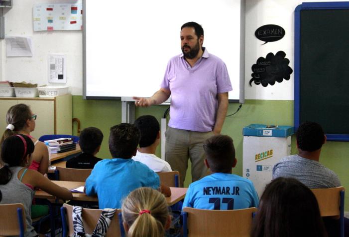 Un millar de escolares de Jerez de la Frontera reciben de la mano de farmacéuticos consejos para llevar a cabo una correcta protección solar