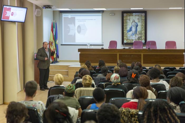 El Colegio de Farmacéuticos de Sevilla forma a más de un centenar de personas como manipuladores de alimentos con el fin de favorecer su inserción laboral