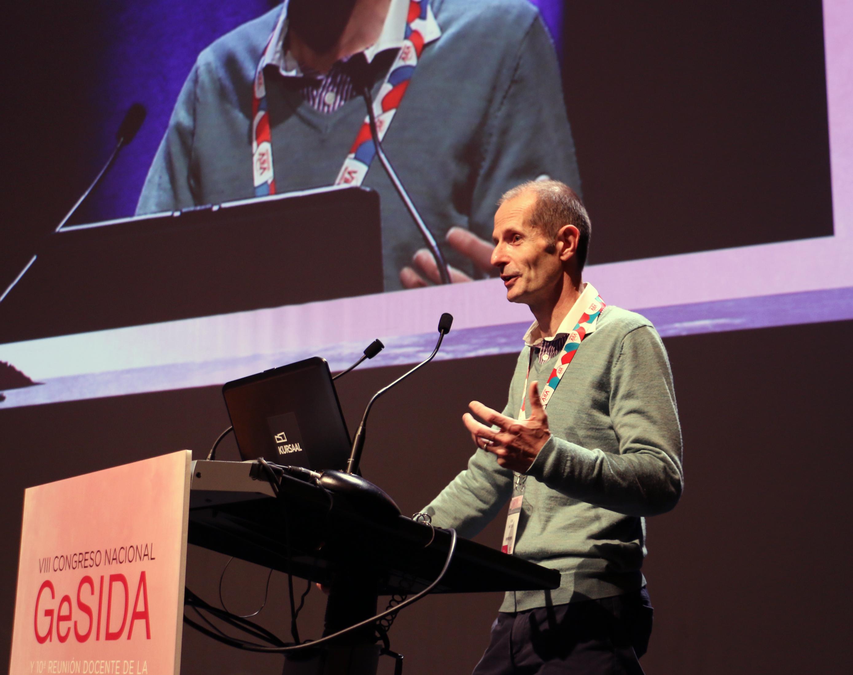 """Robin Shattock: """"Si el proyecto EAVI2020 avanza como hasta ahora, a finales de 2017 podríamos tener nuestro primer prototipo de vacuna para el VIH"""""""