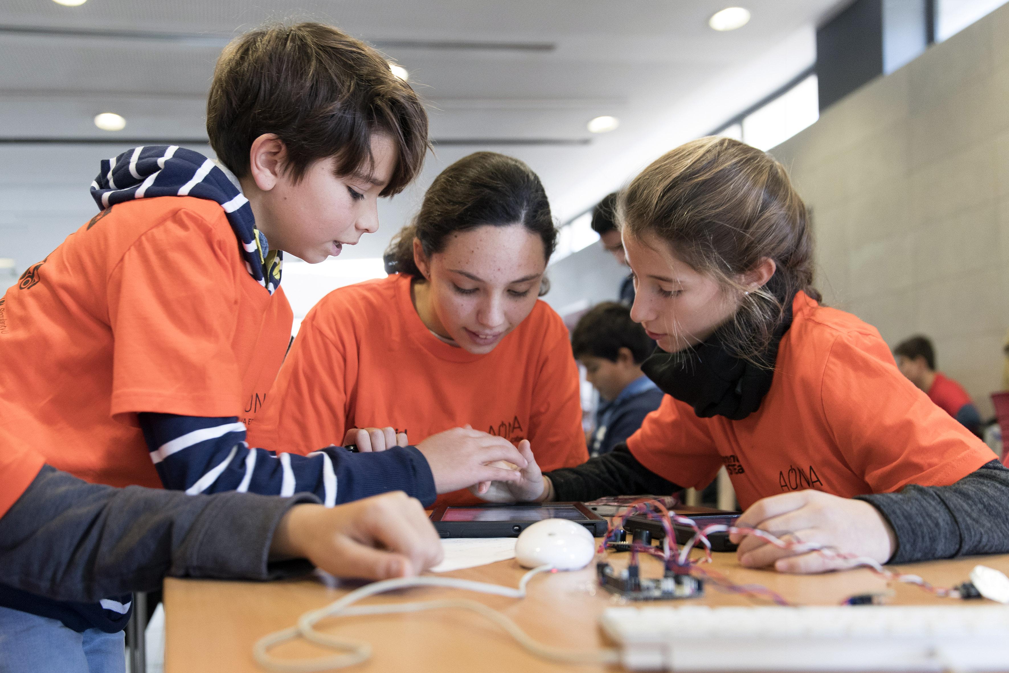 NOTA DE PRENSA: ESTUDIANTES SEVILLANOS CREAN SOLUCIONES TECNOLÓGICAS PARA LOS PROBLEMAS DE GOBERNANZA Y EDUCACIÓN DE SEVILLA EN LA PRÓXIMA DÉCADA