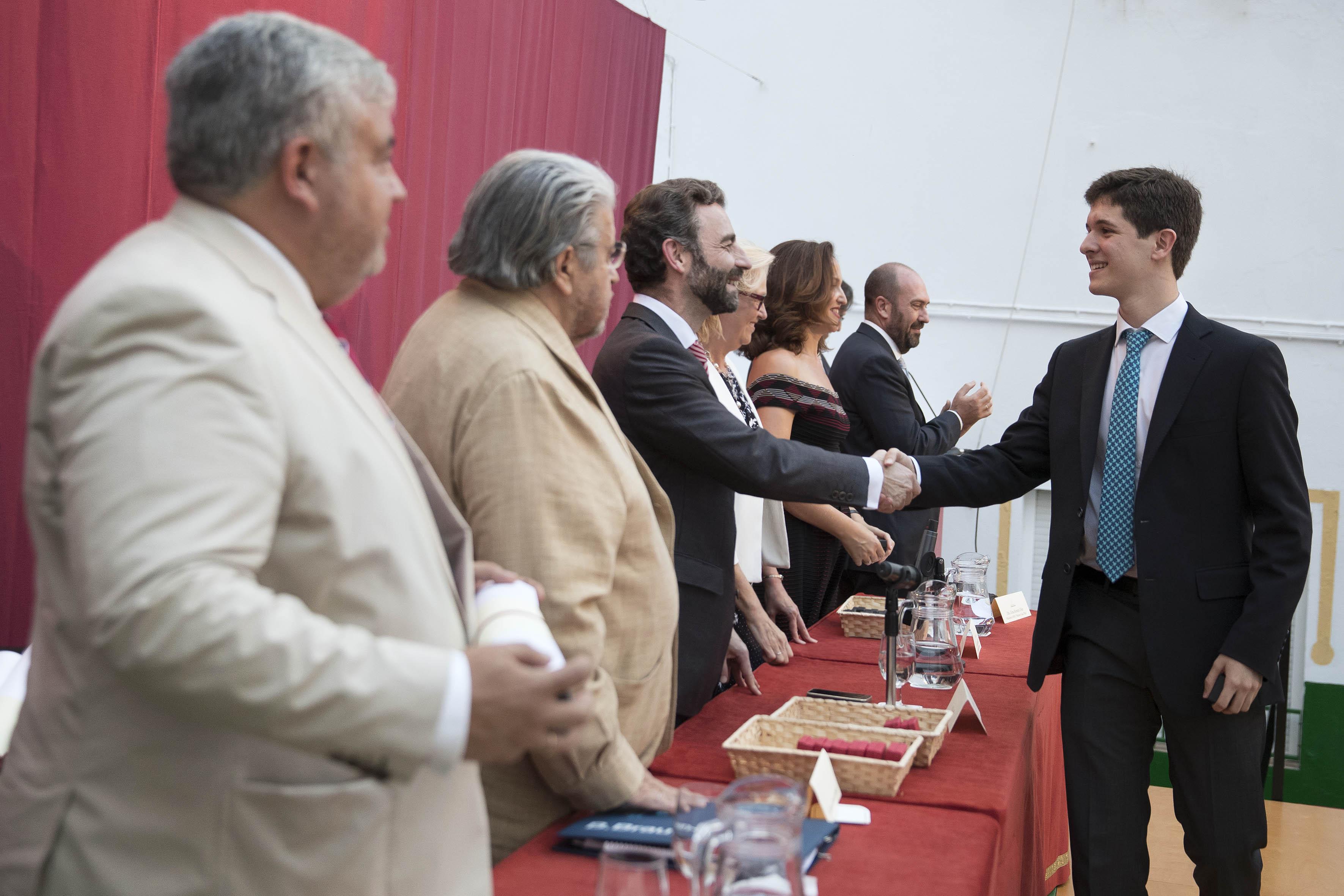 NOTA DE PRENSA: EL CIRUJANO DOMINGO MARTÍNEZ OBRADÓ PRESIDE EL ACTO DE GRADUACIÓN DE LA CXXXI PROMOCIÓN DE BACHILLERATO DEL COLEGIO DE SAN FRANCISCO DE PAULA