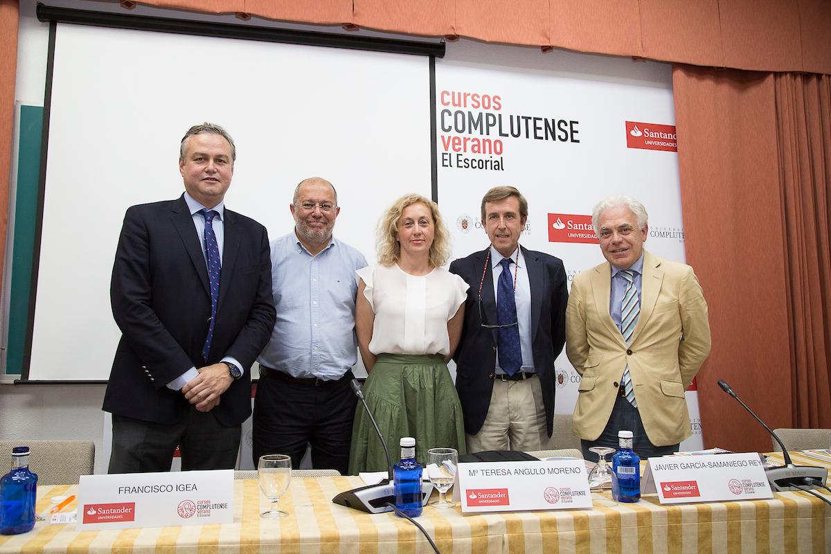 """Expertos y pacientes piden a los grupos parlamentarios """"un paso al frente"""" para acabar con la hepatitis C en poblaciones de alto riesgo"""