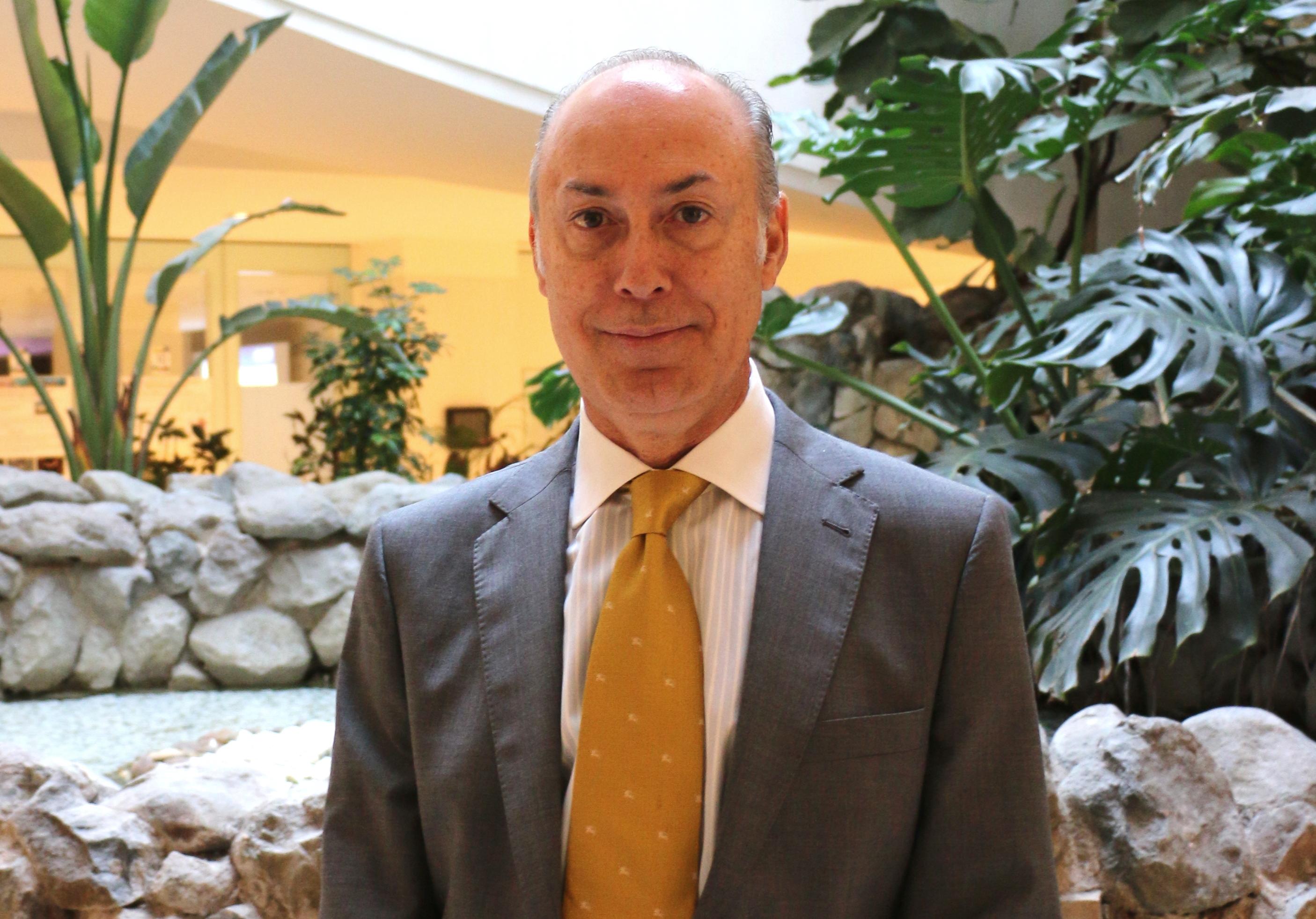 El cirujano vascular Rodrigo Rial, del Hospital Clínico San Carlos, nuevo presidente del Capítulo Español de Flebología de la SEACV