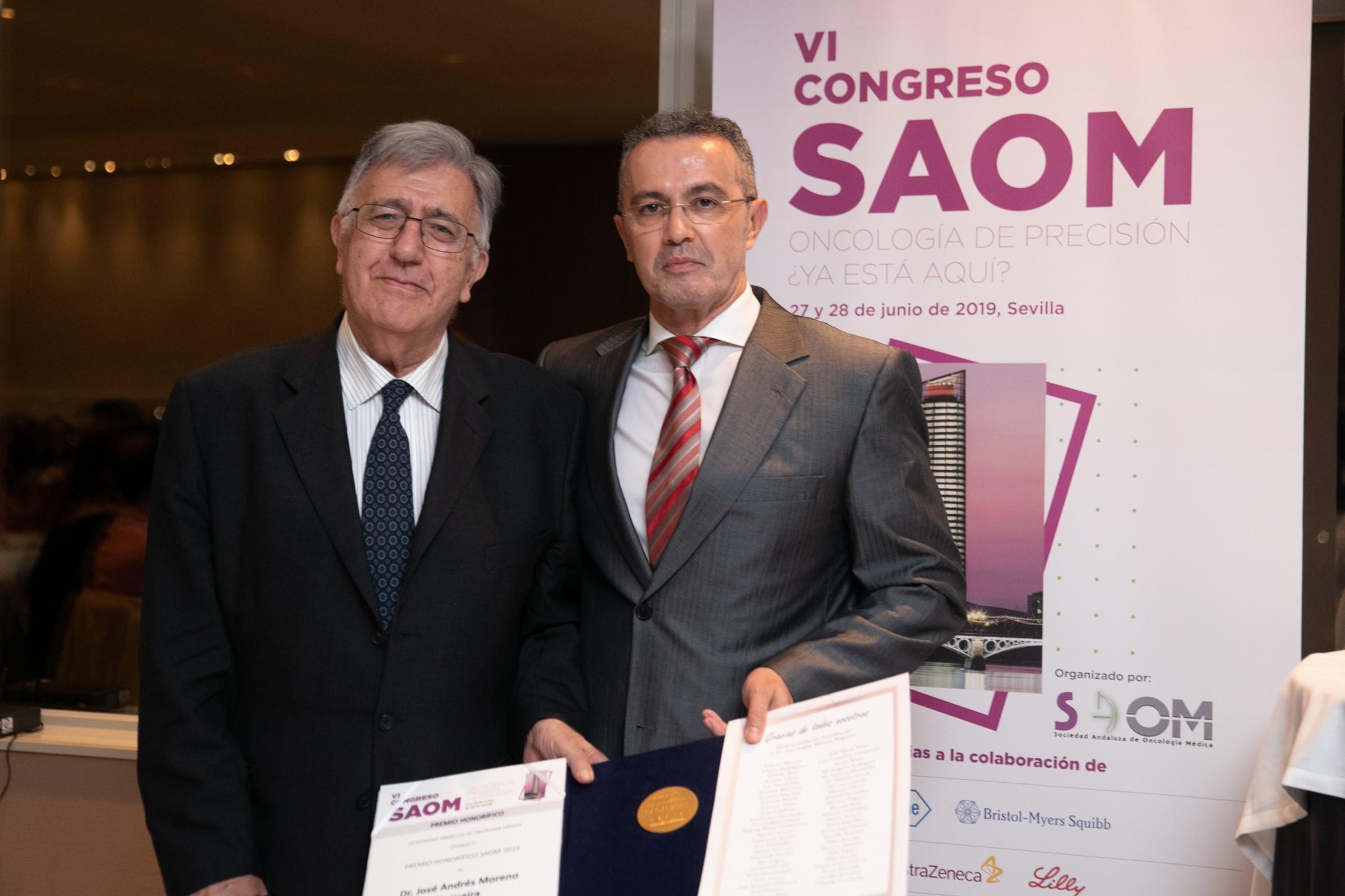 La Sociedad Andaluza de Oncología Médica entrega su premio honorífico al doctor José Andrés Moreno Nogueira, referente en el tratamiento del cáncer en España