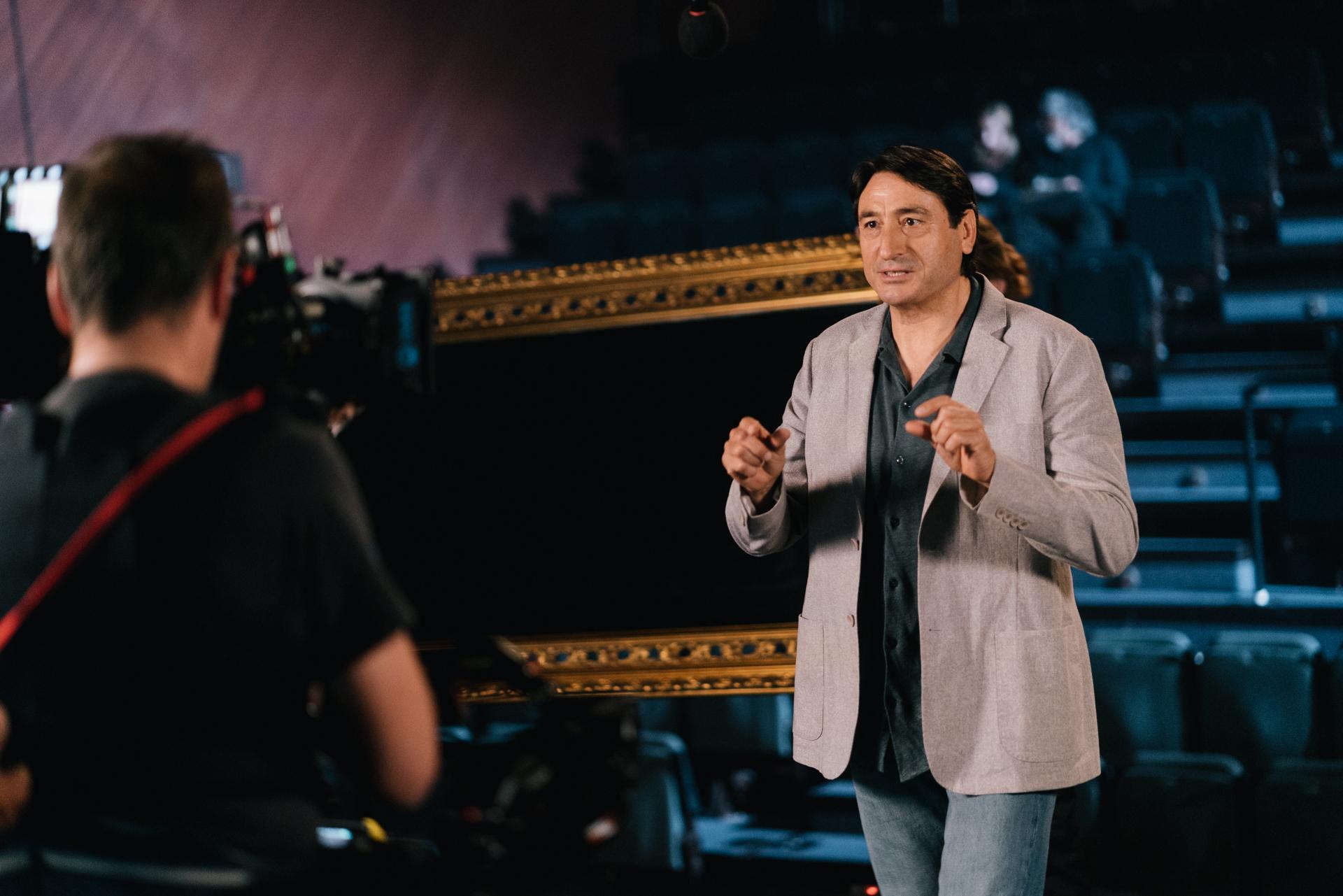 Llega a los cines de Granada una campaña para desestigmatizar la hepatitis C protagonizada por el actor Carmelo Gómez, paciente curado de esta enfermedad