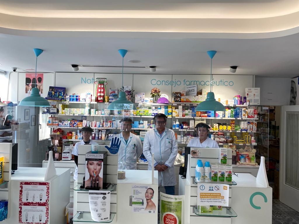 Minuto de silencio en las farmacias onubenses por los ocho compañeros fallecidos en toda España por COVID-19