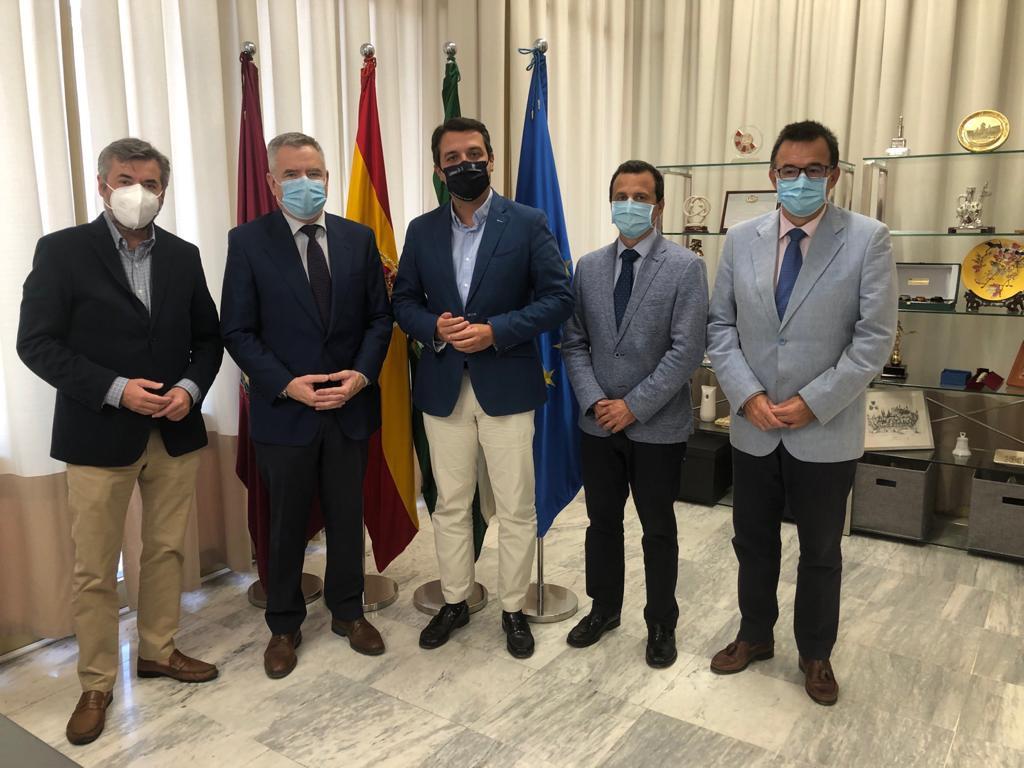 El alcalde de Córdoba reconoce la labor de los farmacéuticos frente al COVID-19